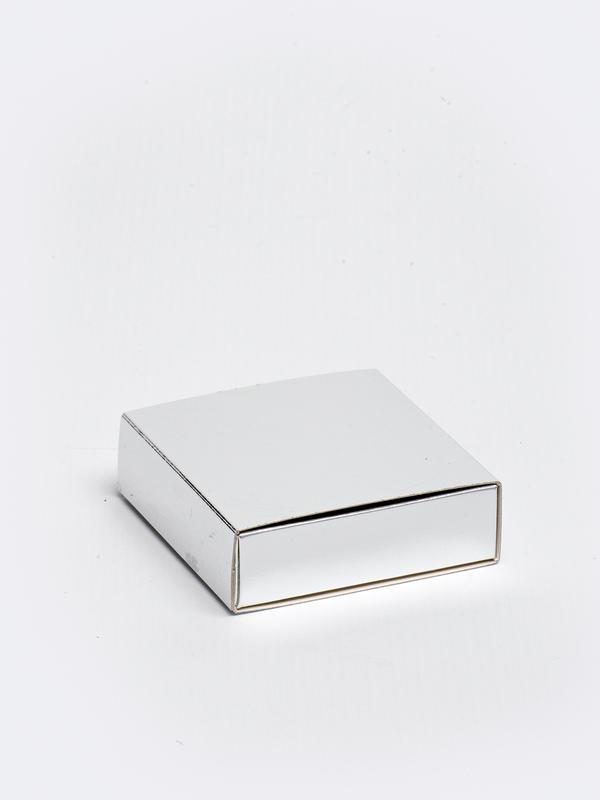 Zilveren vierkante doos in karton om zelf te vullen